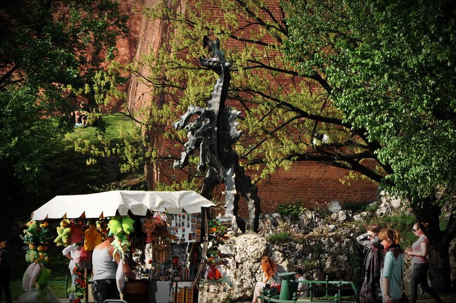скульптура дракона в Кракове