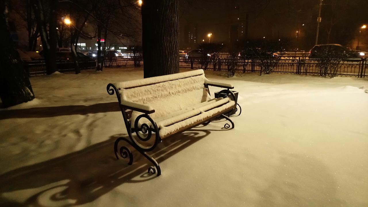 Снежная скамейка