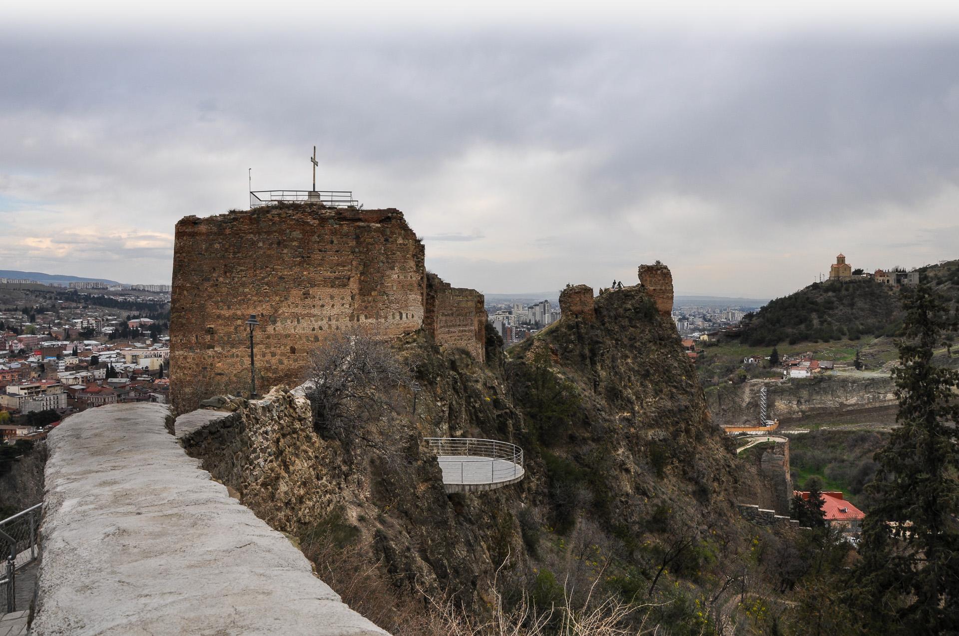 осетия тбилиси и его крепость нарикала фото интересны